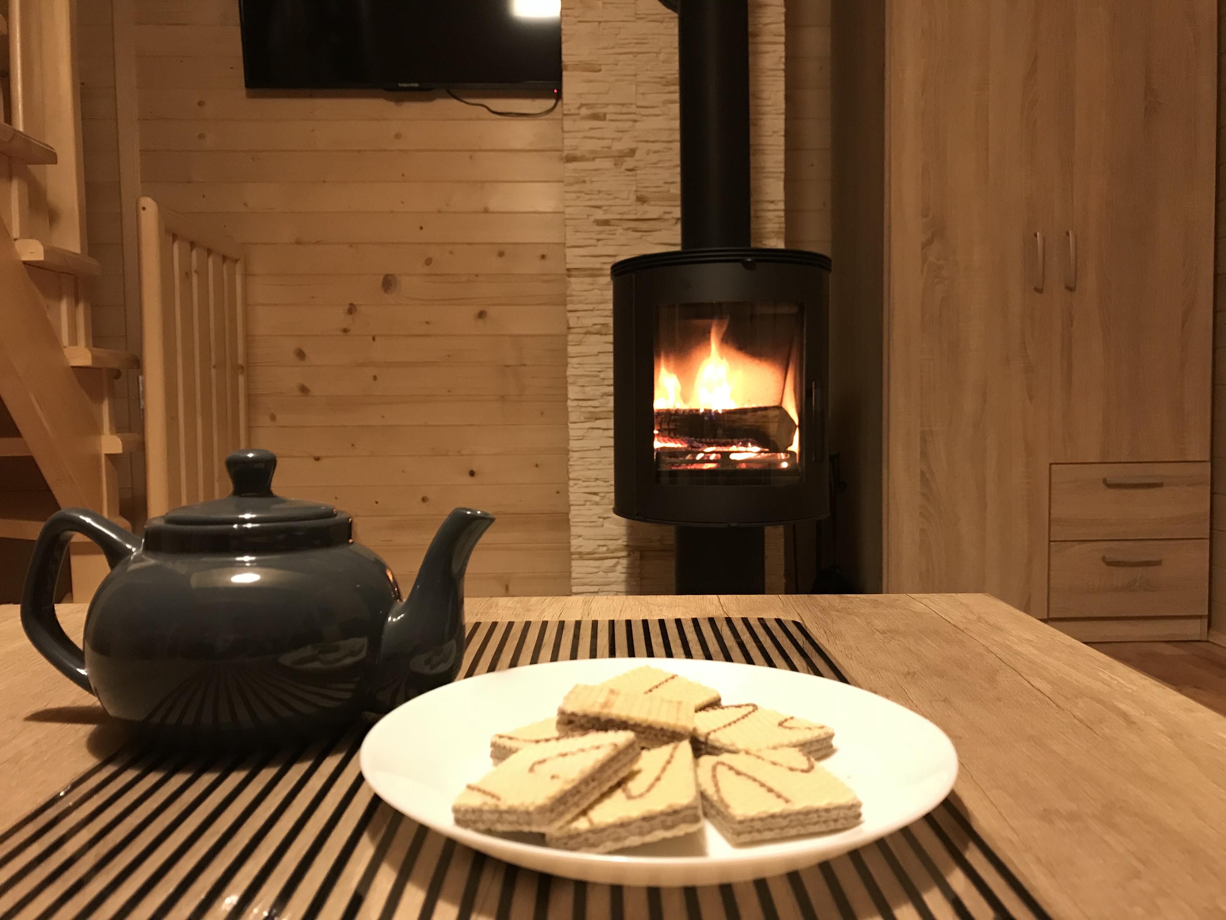Zamieszkaj w przytulnym domku nad wodą blisko lasu, w samym sercu Gór świętokrzyskich.